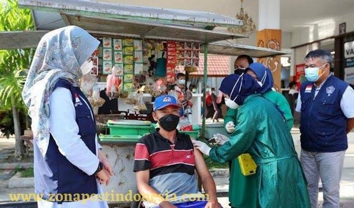 Pemkab Banyuwangi, Laksanakan Program Vaksinasi Pada PKL,Warung-warung Kecil dan Pedagang Keliling di Banyuwangi