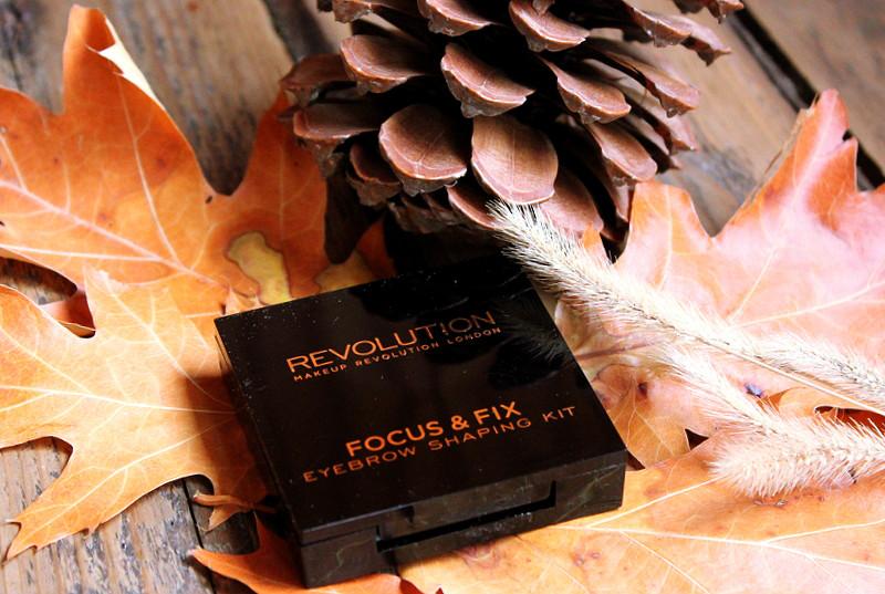 Отзыв: Палетка для бровей (оттенок – средне-темный) Makeup Revolution Focus & Fix.