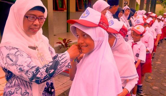 Ciri Guru Yang Patuh, Rajin Datang ke Kekolah
