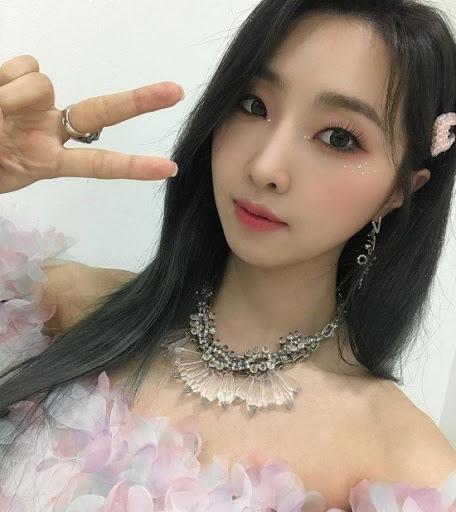 Gong Minzy prenses gibi fotoğraflar paylaştı