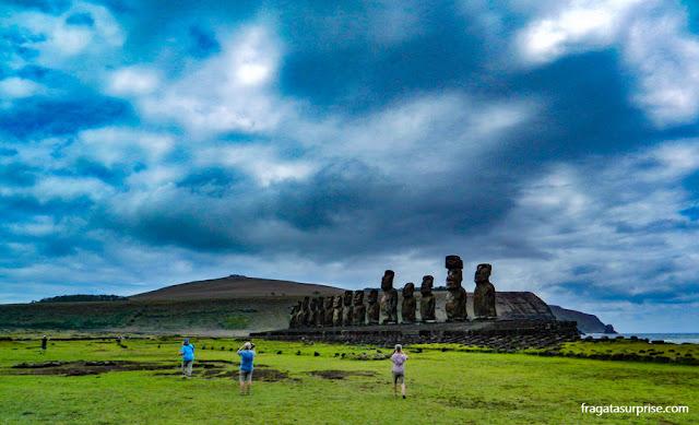 Ahu Tongariki, plataforma com 15 moai na Ilha de Páscoa