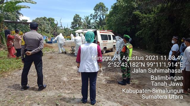 Mendengar Warga Binaan Meninggal Dunia Pasien Covid-19, Personel Jajaran Kodim 0207/Simalungun Dampingi Pemakamannya