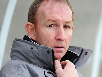 Gulls sack manager Alan Knill