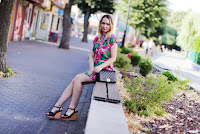 https://doganiammotyle.blogspot.com/2018/07/rozowa-wakacyjna-sukienka.html