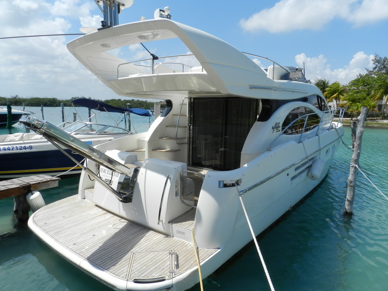 Azimut boat with Flybridge for rent