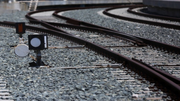 Με εντατικούς ρυθμούς συνεχίζονται από συνεργεία του ΟΣΕ τα έργα αποκατάστασης του σιδηροδρομικού δικτύου Μακεδονίας-Θράκης μετά την προ ημερών κακοκαιρία (πρωτοφανή ποσότητα νερού) που έπληξε όλο το νομό Έβρου.