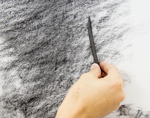 横浜美術学院の中学生教室 美術クラブ 「木炭デッサンを描こう!」木炭と紙の質感