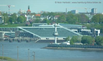 Aussicht von der Köhlbrandbrücke auf das Dockland