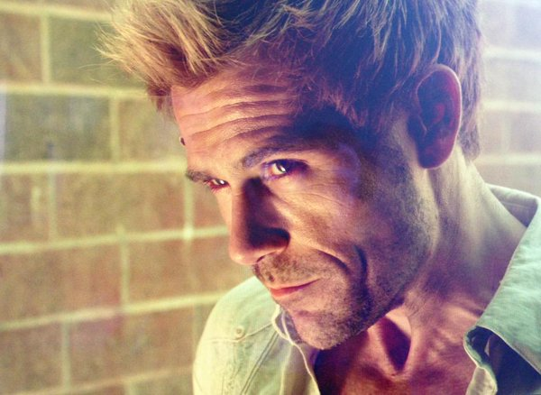 DC's Legends of Tomorrow: Matt Ryan Teases John Constantine With New Image.