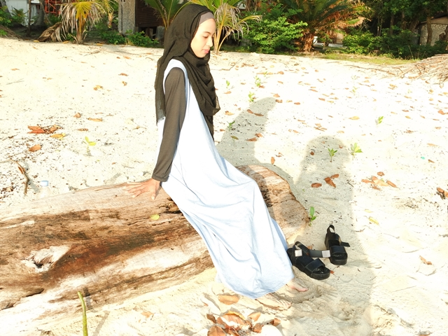 hijab on beach ootd-1