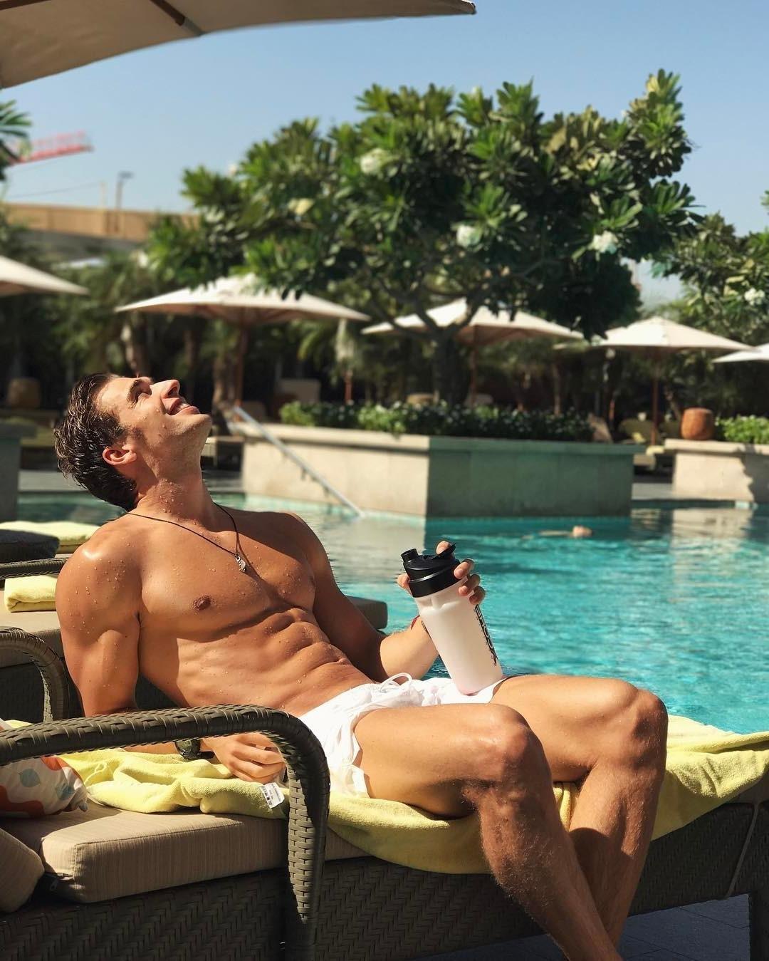 fit-men-wet-shirtless-body-smiling-big-pecs-pool