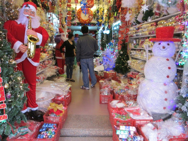 Where to buy unique decorations Christmas items in Hanoi
