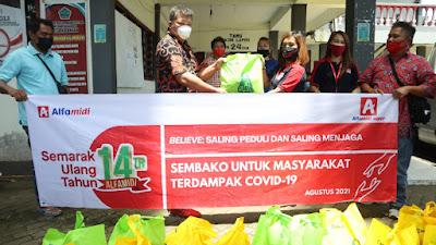 Rayakan Ulang Tahun ke-14, Alfamidi Berbagi 4.000 Paket Sembako Untuk Masyarakat