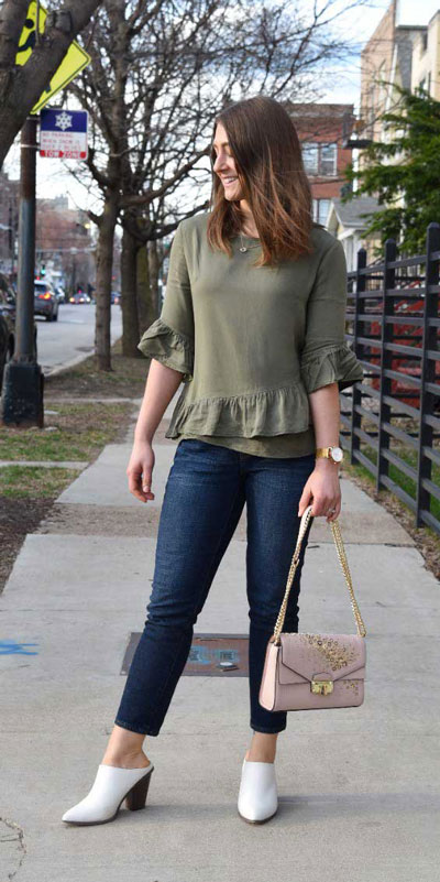 26 Charming Fall Outfits for College Girls. All Casual Fall Wear Every Girl Who Goes to College Will Love. High School Fashion +Teen Outfits via higiggle.com | jeans outfits | #falloutfits #college #teenoutfits #jeans