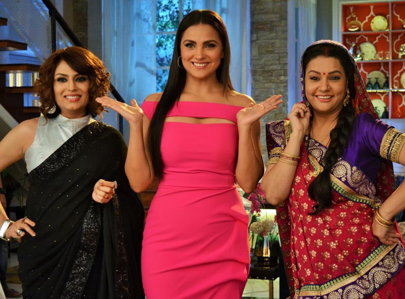 Lara Dutta on the set of Meri Hanikarak Biwi