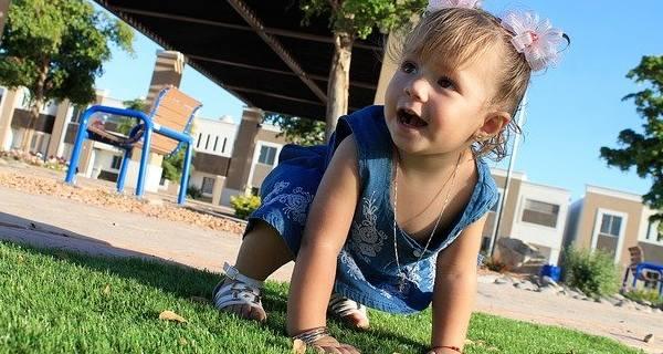 Stimulasi Agar Bayi Cepat Duduk Dan Merangkak
