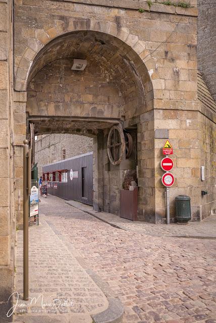 Porte Saint-Thomas - Vestiges du pont-levis à la Poncelet