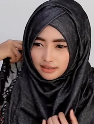 Model Hijab Pashmina Untuk Wajah Bulat Jadi Terlihat Tirus Lonjong