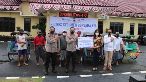 Polres bersama BRI Cabang Kebumen Salurkan 300 Paket Sembako