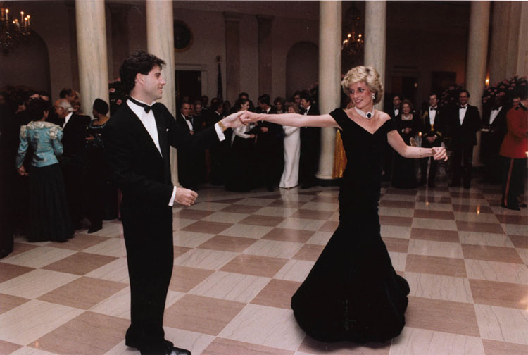 https://1.bp.blogspot.com/-Eno3tPCjVoY/TgzPM4-sghI/AAAAAAAAAKI/iFRC8OHrScI/s1600/John_Travolta_and_Princess_Diana_dancing.jpg