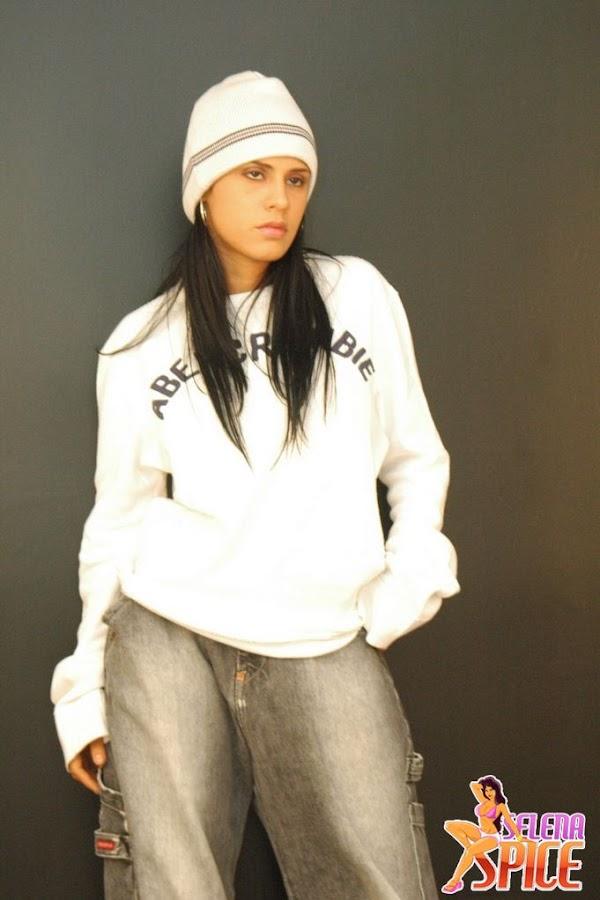 Andrea Rincon, Selena Spice Galeria 19: Buso Blanco Y Jean Negro, Estilo Rapero
