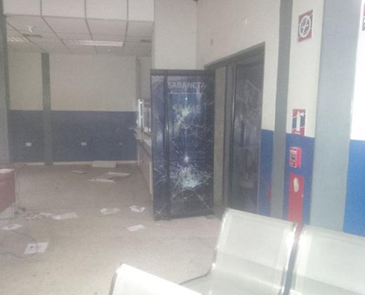 Vecinos molestos saquearon sede del Saime en Sabaneta, Maracaibo