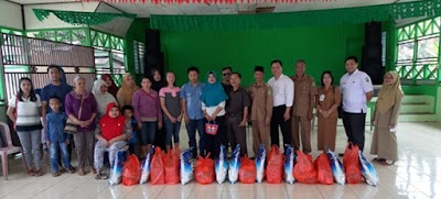 Bina Penyandang Disabilitas, Dinsos Kubar Berikan 25 Paket Sembako