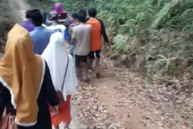 Ibu Hamil Ditandu Sejauh 7 Km karena Jalan Rusak, Bayi Dalam Kandungan Meninggal