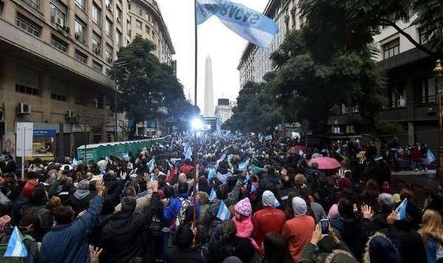 Masiva concentración para evento de oración por Argentina.