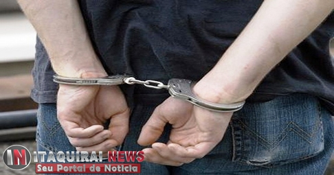 Homem é preso após tentar invadir e quebrar porta da Câmara