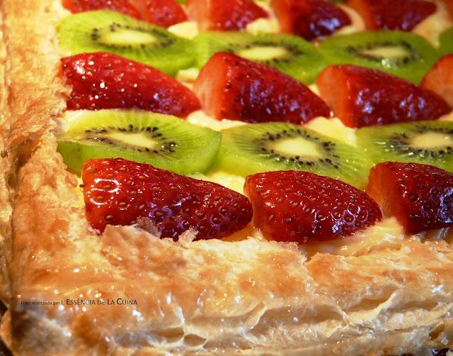 Pastís de mil fulls, crema, maduixes, kiwi, pastel de mil hojas, l'essència de la cuina, blog de cuina de la sonia, reposteria, postres