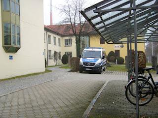 Bundespolizei vor der Polizeidirektion Traunstein