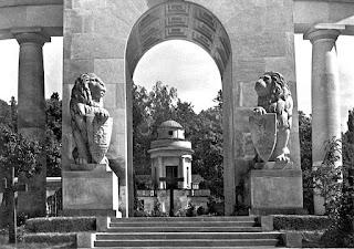 Cmentarz Orląt we Lwowie - Kaplica i Pomnik Chwały - http://www.polukr.net/