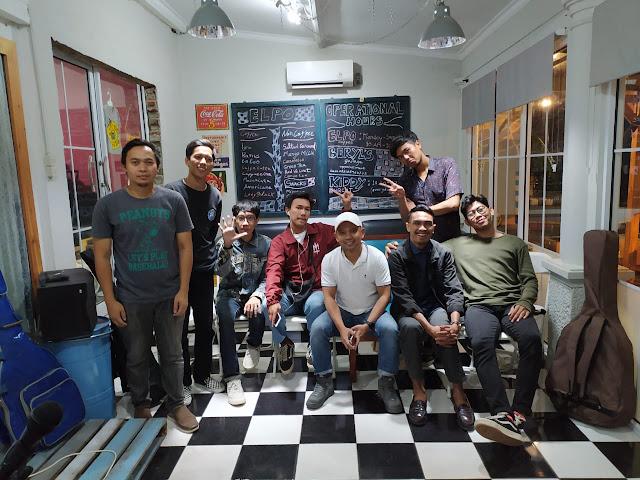 """Ade Ir. Salah satu pengagas Indie Elpo Night mengungkapkan, """"Indie Elpo Night merupakan ruang ekspresi bagi para musisi indie"""