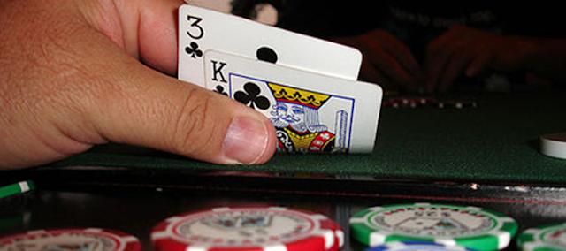 Menjelaskan Tentang Situs Poker Terpercaya Bajuelang.com!