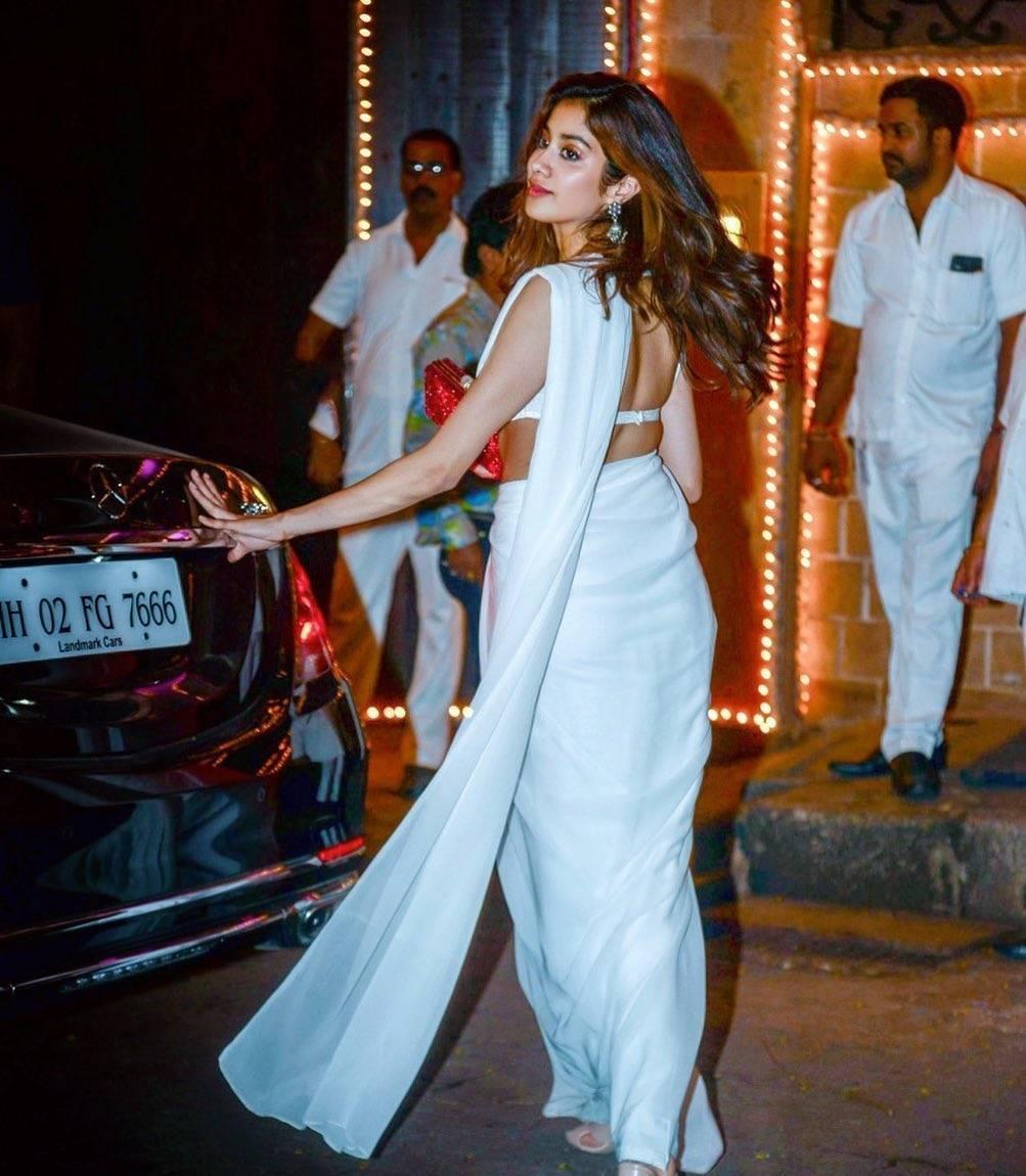 Hot Sari Photos of Indian Girl