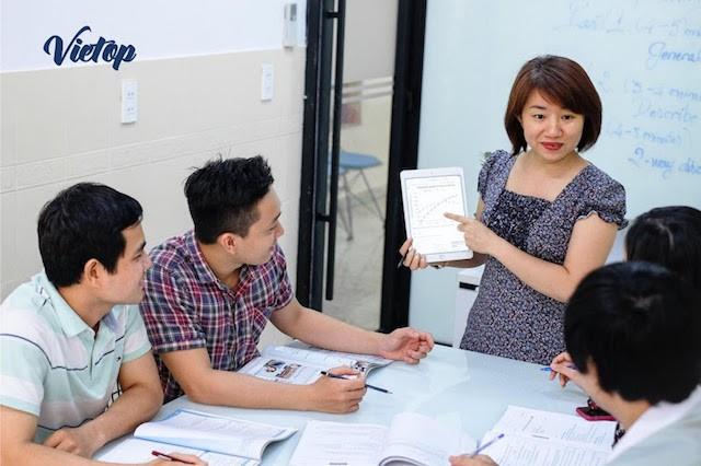 Đội ngũ giảng viên có chuyên môn cao, kinh nghiệm phong phú tại Vietop