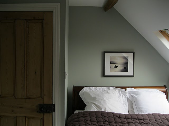 Delorme Designs: FARROW AND BALL LIGHT BLUE!