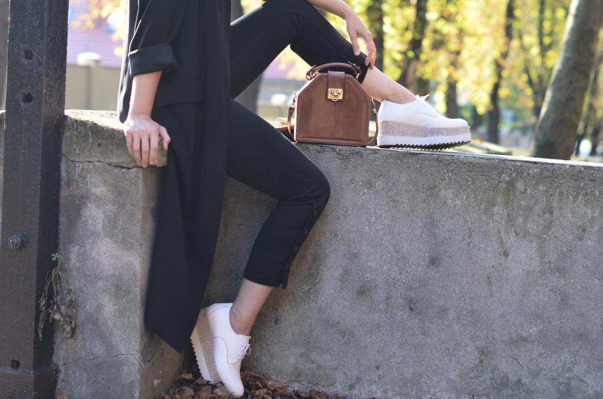 białe oksfordy Tamaris platformy; white shoes Tamaris; vintage bag; torebka vintage