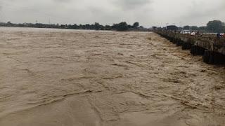 madhubani-river-cross-denger-level