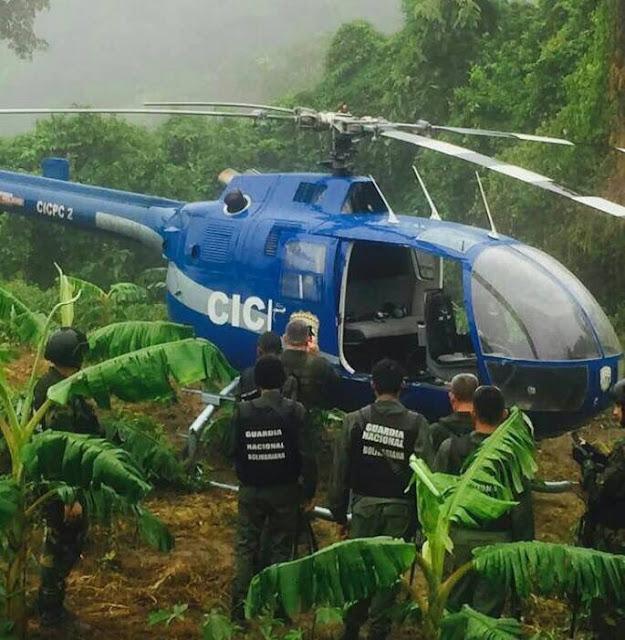 """Localizaron helicóptero q sobrevoló Caracas ayer con letrero """"350 Libertad."""""""