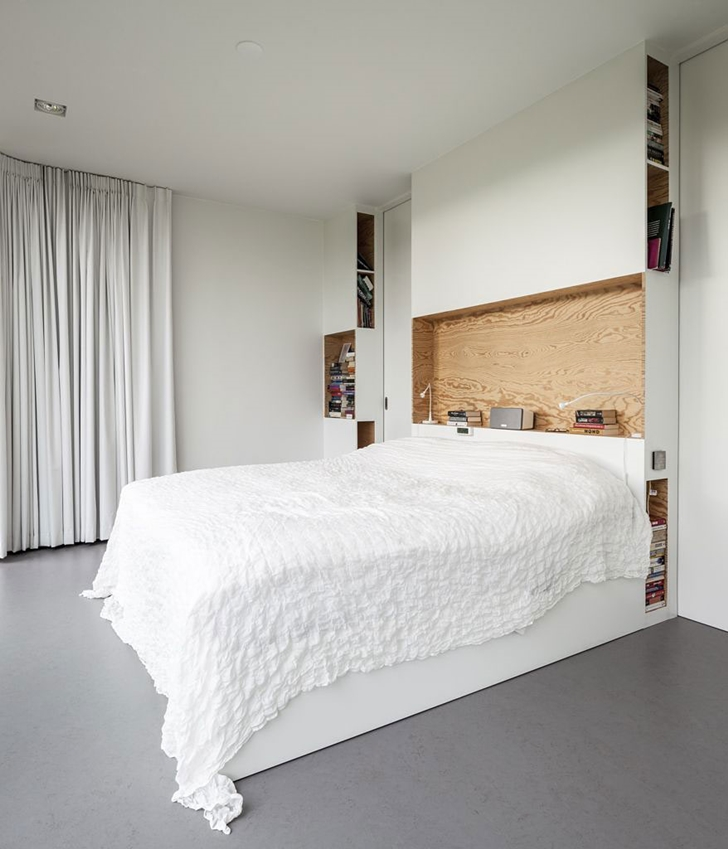 Bedroom in Modern Villa V by Paul de Ruiter Architects