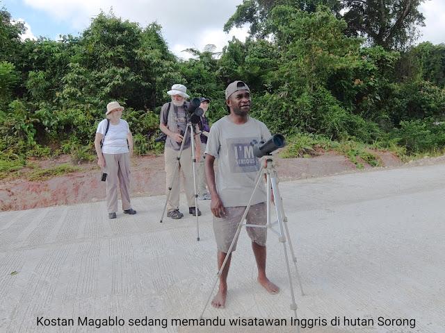 pramuwisata Kostan Magablo di Kabupaten Sorong