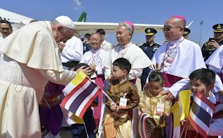 البابا فرنسيس يصل إلى تايلاند المحطة الأولى من جولته الآسيوية