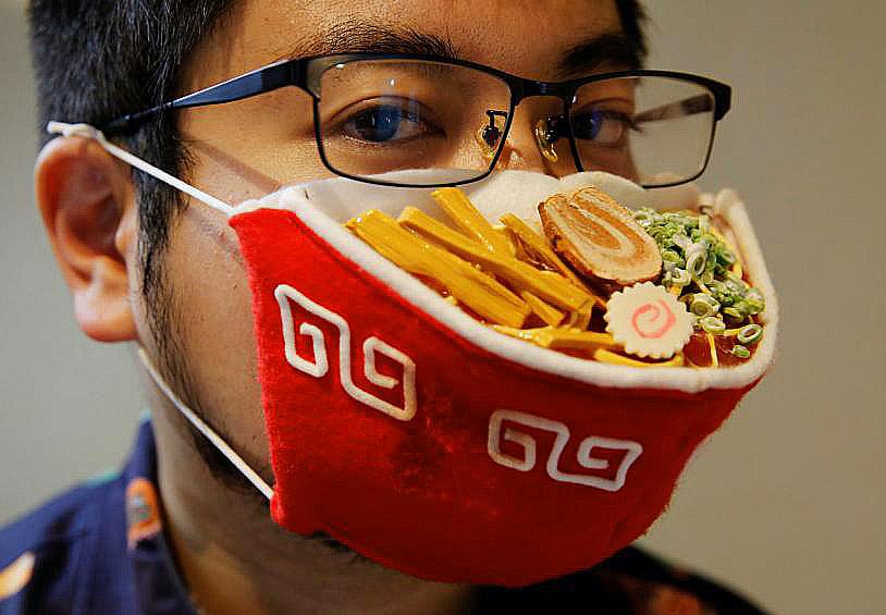 Seniman Jepang Menciptakan Masker Wajah Berbentuk Ramen