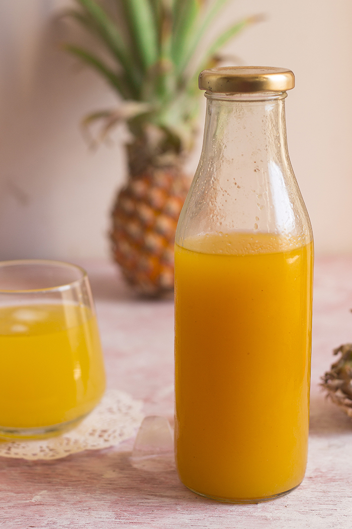 Instant juice made from pineapple squash