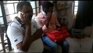 चेक पोस्ट पर चेकिंग के दौरान कार से नगदी चार लाख तीस हजार रुपये पुलिस ने किये जप्त