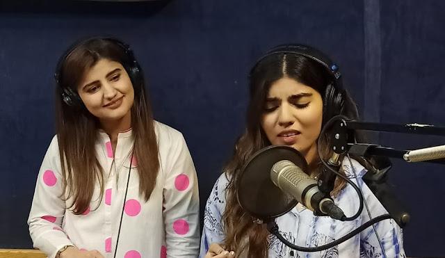 Singer-songwriter Zaw Ali singing live at Chill Karo with Sara Baloch on Samaa FM