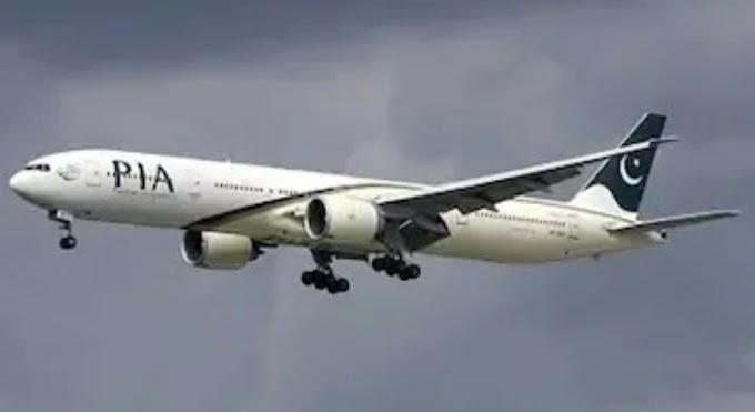 वाशरूम समझकर पाकिस्तानी यात्री ने खोल दिया प्लेन का इमरजेंसी डोर, जानिए फिर क्या हुआ ।