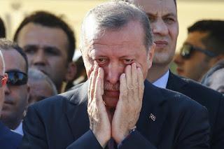 menuntut Presiden Erdogan Turun
